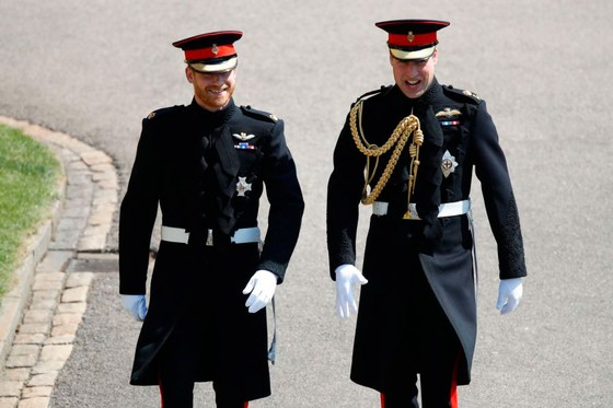 Hoàng tử Harry và Meghan Markle chính thức là vợ chồng ảnh 32