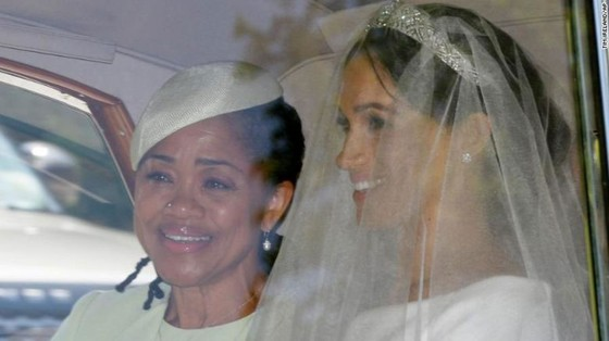 Hoàng tử Harry và Meghan Markle chính thức là vợ chồng ảnh 33