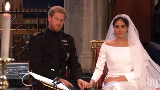 Hoàng tử Harry và Meghan Markle chính thức là vợ chồng ảnh 24