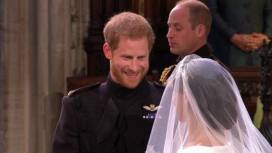Hoàng tử Harry và Meghan Markle chính thức là vợ chồng ảnh 23
