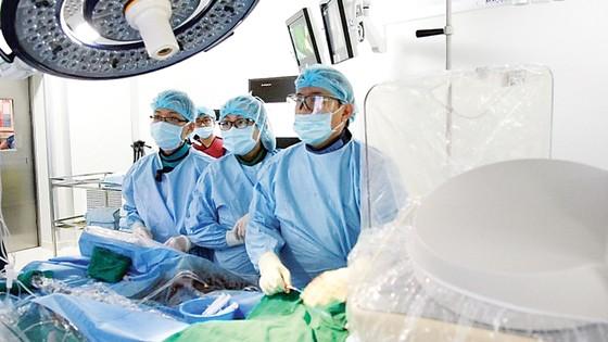 Bệnh viện đa khoa Quốc tế Vinmec Central Park (TPHCM): Thay van tim thành công cho cụ ông 90 tuổi  ảnh 1