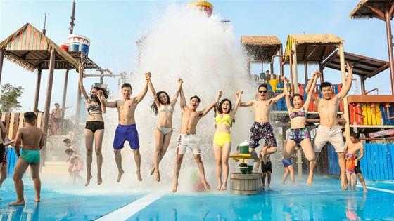 Giải trí trên núi, quậy tung với nước, về Hạ Long là có cả mùa hè ảnh 9