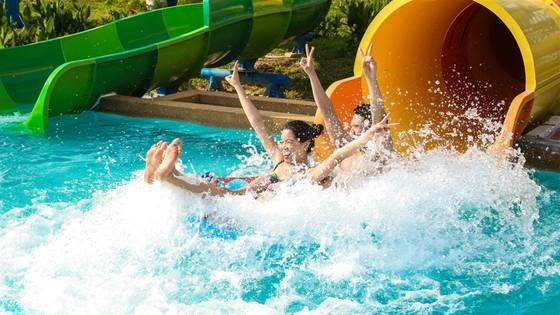 Giải trí trên núi, quậy tung với nước, về Hạ Long là có cả mùa hè ảnh 10