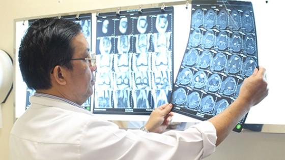 Nhận biết loãng xương, đau khớp gối, đau lưng ở người cao tuổi ảnh 1