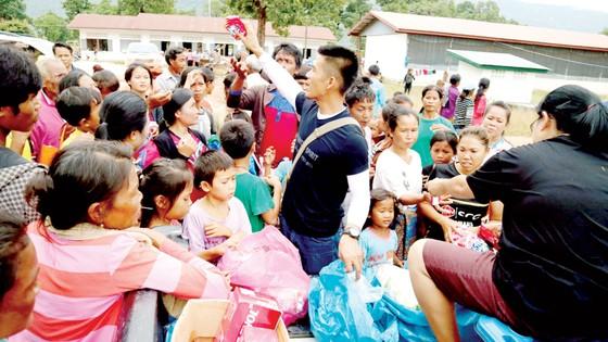 Tình người trong thảm họa ở Lào ảnh 1