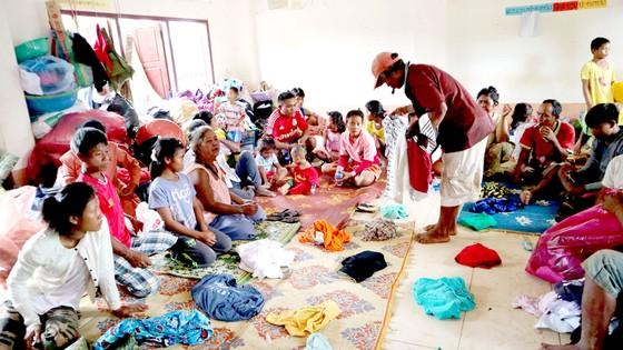 Tình người trong thảm họa ở Lào ảnh 4