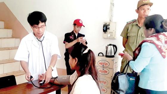 Tình người trong thảm họa ở Lào ảnh 7