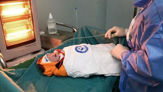 Mổ bắt con thành công cho bệnh nhân bị khó thở do hẹp khít khí quản ảnh 3
