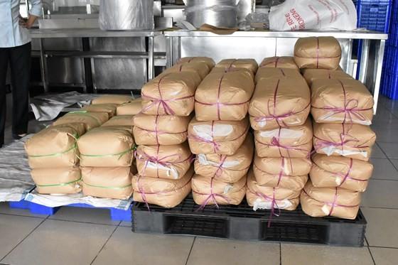 Vụ cơm tấm Kiều Giang sử dụng nguyên liệu lạ: Công ty Kiều Giang xuất trình hóa đơn của 1.029 kg phụ gia bị niêm phong ảnh 2
