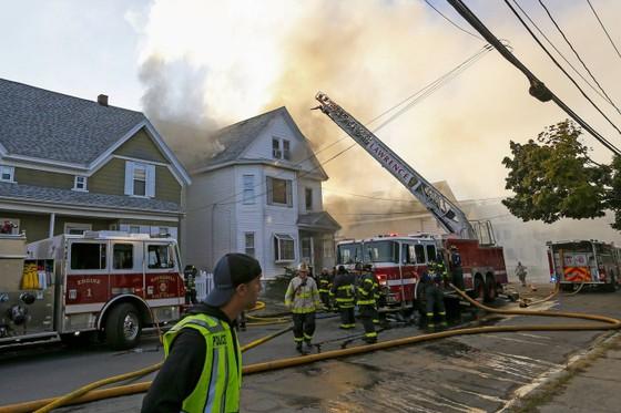 Hàng chục vụ nổ khí gas ở ngoại ô TP Boston, 1 người thiệt mạng, 12 người bị thương ảnh 15