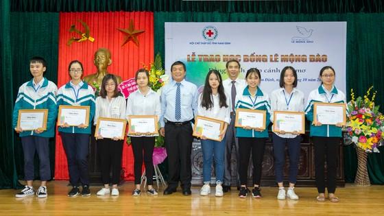 Quỹ hỗ trợ giáo dục Lê Mộng Đào trao tặng hơn 1,5 tỷ đồng học bổng ảnh 4