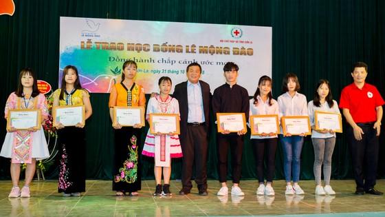 Quỹ hỗ trợ giáo dục Lê Mộng Đào trao tặng hơn 1,5 tỷ đồng học bổng ảnh 6