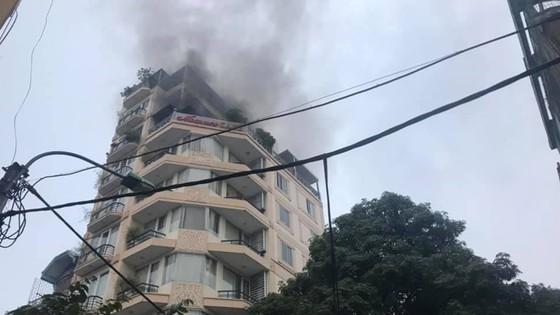 Cháy khách sạn trong khu phố cổ, nhiều khách nước ngoài hoảng loạn ảnh 2