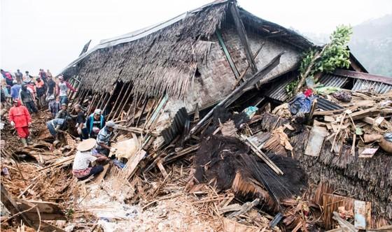 Sạt lở đất nghiêm trọng tại Indonesia, hàng chục người mất tích ảnh 2