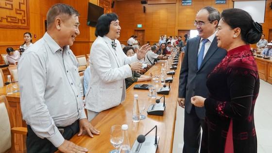 Chủ tịch Quốc hội Nguyễn Thị Kim Ngân gặp gỡ đại biểu văn nghệ sĩ khu vực phía Nam ảnh 3