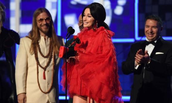 """""""Golden Hour"""" của Kacey Musgraves thắng giải Album nhạc đồng quê và Album của năm tại Grammy 2019 ảnh 3"""