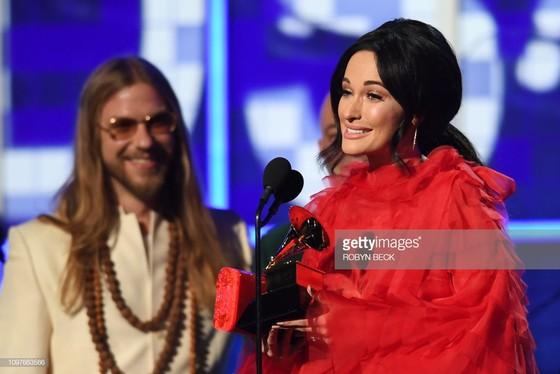 """""""Golden Hour"""" của Kacey Musgraves thắng giải Album nhạc đồng quê và Album của năm tại Grammy 2019 ảnh 2"""