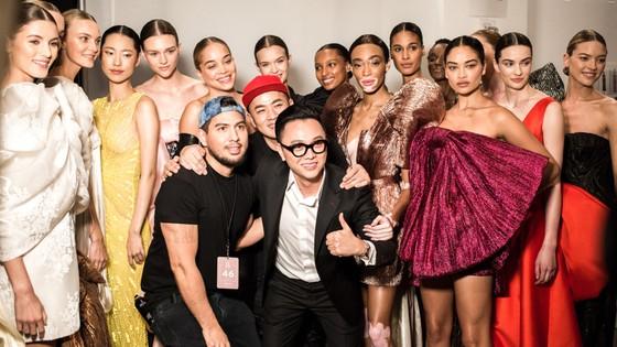 """Xem BST """"Cuộc dạo chơi của những vì sao"""" của Công Trí tại New York Fashion Week 2019 ảnh 35"""
