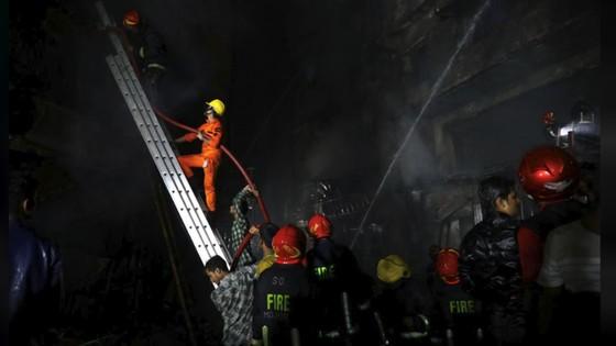 Ít nhất 81 người thiệt mạng trong vụ cháy chung cư tại Bangladesh ảnh 7