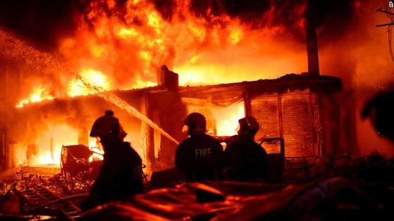 Ít nhất 81 người thiệt mạng trong vụ cháy chung cư tại Bangladesh ảnh 2