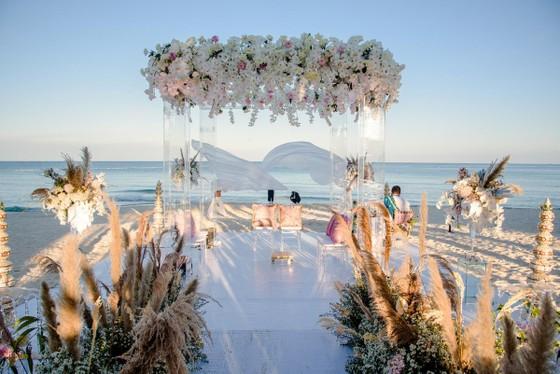 Cận cảnh đám cưới xa xỉ của tỷ phú Ấn Độ tại khách sạn 5 sao JW Marriott Phu Quoc Emerald Bay ảnh 2