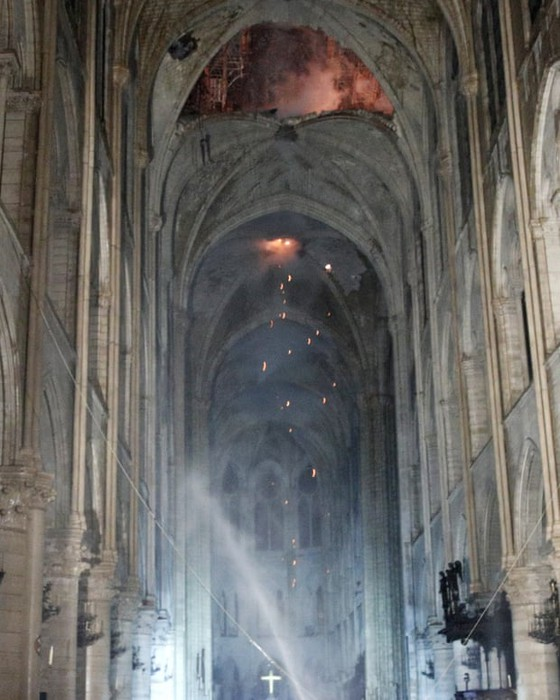 Vụ cháy Nhà thờ Đức Bà Paris: Bảo toàn được phần tháp chuông chính và tường nhà thờ ảnh 4
