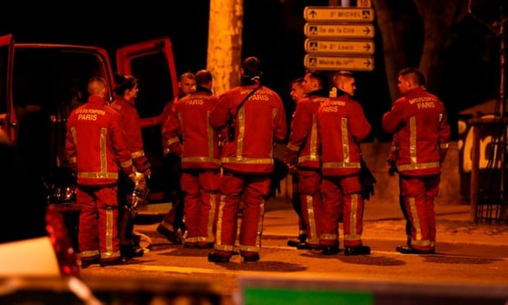 Vụ cháy Nhà thờ Đức Bà Paris: Bảo toàn được phần tháp chuông chính và tường nhà thờ ảnh 2