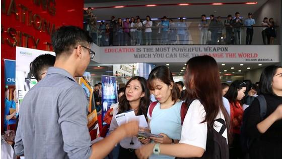 Hơn 1.000 sinh viên tham gia Ngày hội việc làm và Kết nối doanh nghiệp  ảnh 1