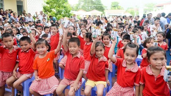 Trao tặng hơn 70.000 ly sữa cho trẻ em tỉnh Thái Nguyên ảnh 3