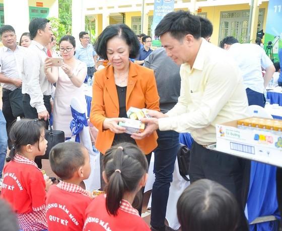 Trao tặng hơn 70.000 ly sữa cho trẻ em tỉnh Thái Nguyên ảnh 2