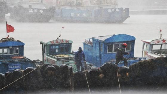 Bão Lekima đổ vào Đông Nam Trung Quốc, hàng trăm nghìn người phải sơ tán ảnh 2