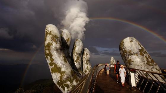 Cầu Vàng đẹp 'lịm tim' trong hoàng hôn và bình minh ảnh 2