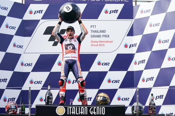 Tay đua Marc Marquez của đội Repsol Honda Team bảo toàn ngôi vị đô địch Giải MotoGP ảnh 5