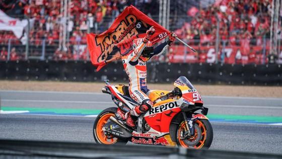 Tay đua Marc Marquez của đội Repsol Honda Team bảo toàn ngôi vị đô địch Giải MotoGP ảnh 2