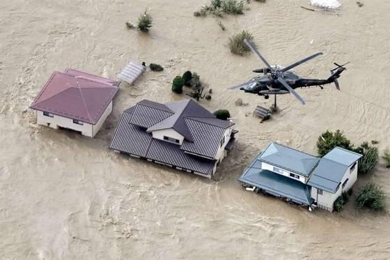 Nhật Bản tan hoang sau siêu bão Hagibis ảnh 14