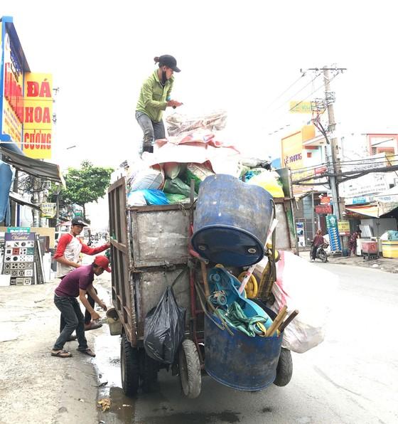 Tăng hỗ trợ để thu hút lực lượng thu gom rác ảnh 1