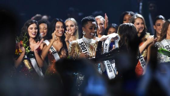 Người đẹp Nam Phi đăng quang Miss Universe 2019, đại diện Việt Nam - Hoàng Thùy dừng chân Top 20 ảnh 7