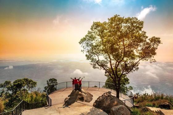 Chính thức vận hành hệ thống cáp treo mới tại Khu du lịch Quốc gia Núi Bà Đen ảnh 6