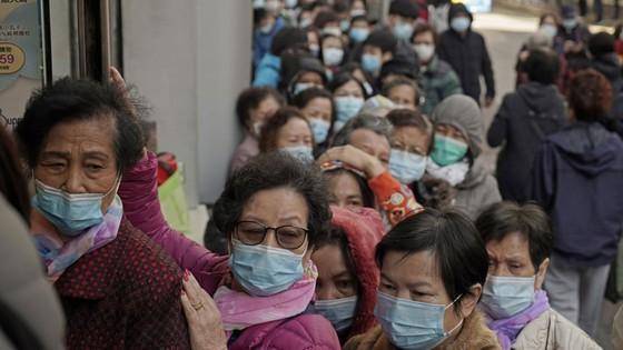 Dịch bệnh viêm phổi do virus corona: Virus có thể lây từ người sang người trong vòng 15 phút  ảnh 2