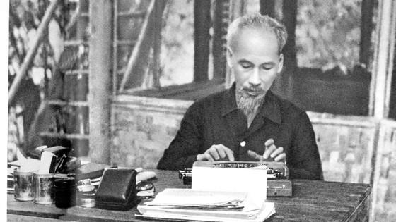 Kỷ niệm 130 năm Ngày sinh Chủ tịch Hồ Chí Minh (19-5-1890 – 19-5-2020): Sáng mãi tên Người - Hồ Chí Minh ảnh 1