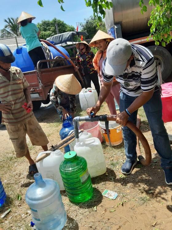 Tặng nước ngọt cho người dân Bến Tre ảnh 3