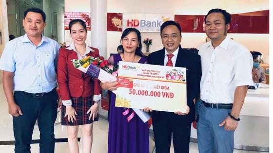 Trao giải thưởng 1kg vàng cho khách hàng HDBANK ảnh 3