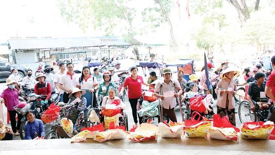 Vedan Việt Nam tặng 4 căn nhà và đồng hành cùng Hội Chữ thập đỏ huyện Long Thành trao tặng 50 phần quà cho các hộ nghèo khuyết tật tại huyện Long Thành, tỉnh Đồng Nai ảnh 2
