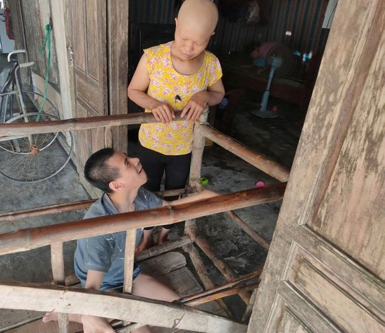 Bị ung thư còn phải gắng chăm 2 người bệnh ảnh 1