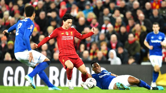 Liverpool sẽ tái ngộ Everton trong trận derby  vùng Merseyside khi Premier League được phép trở lại