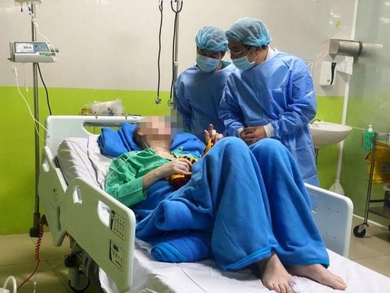 Một thanh niên trở về từ Kuwait mắc Covid-19, nam phi công người Anh cảm ơn bác sĩ Việt Nam ảnh 3