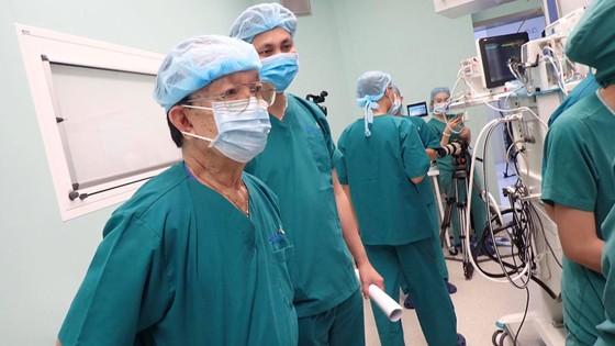 12 giờ căng mình phẫu thuật tách rời  cặp song sinh dính liền phức tạp ảnh 4