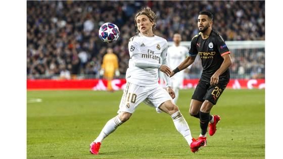 Real Madrid (trái) và Man.City  là cặp đấu hấp dẫn cân bằng
