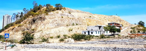 Núi Hòn Xện bị biến dạng vì dự án chỉnh trang ảnh 1