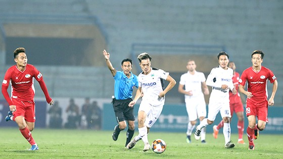 Các đội bóng V-League rất mong giải đấu sớm trở lại. Ảnh: MINH TRẦN